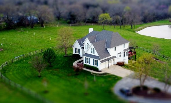 Overhead of farm home on Zillow, where a patent may be held.