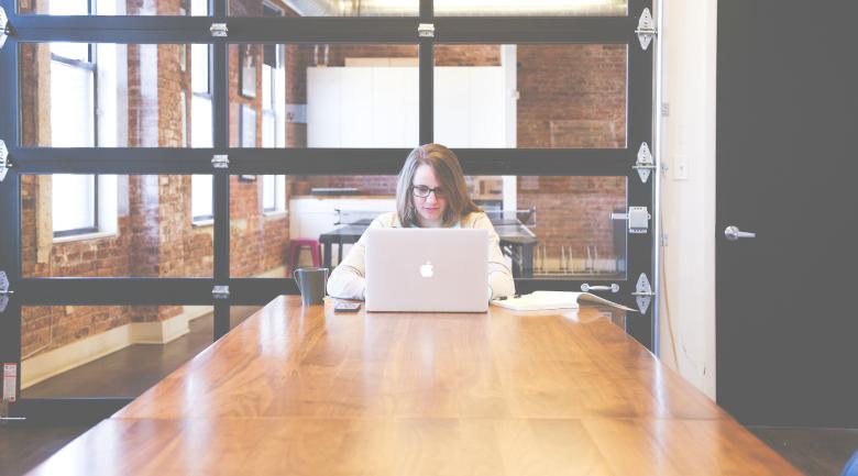 email typing laptop entrepreneurs