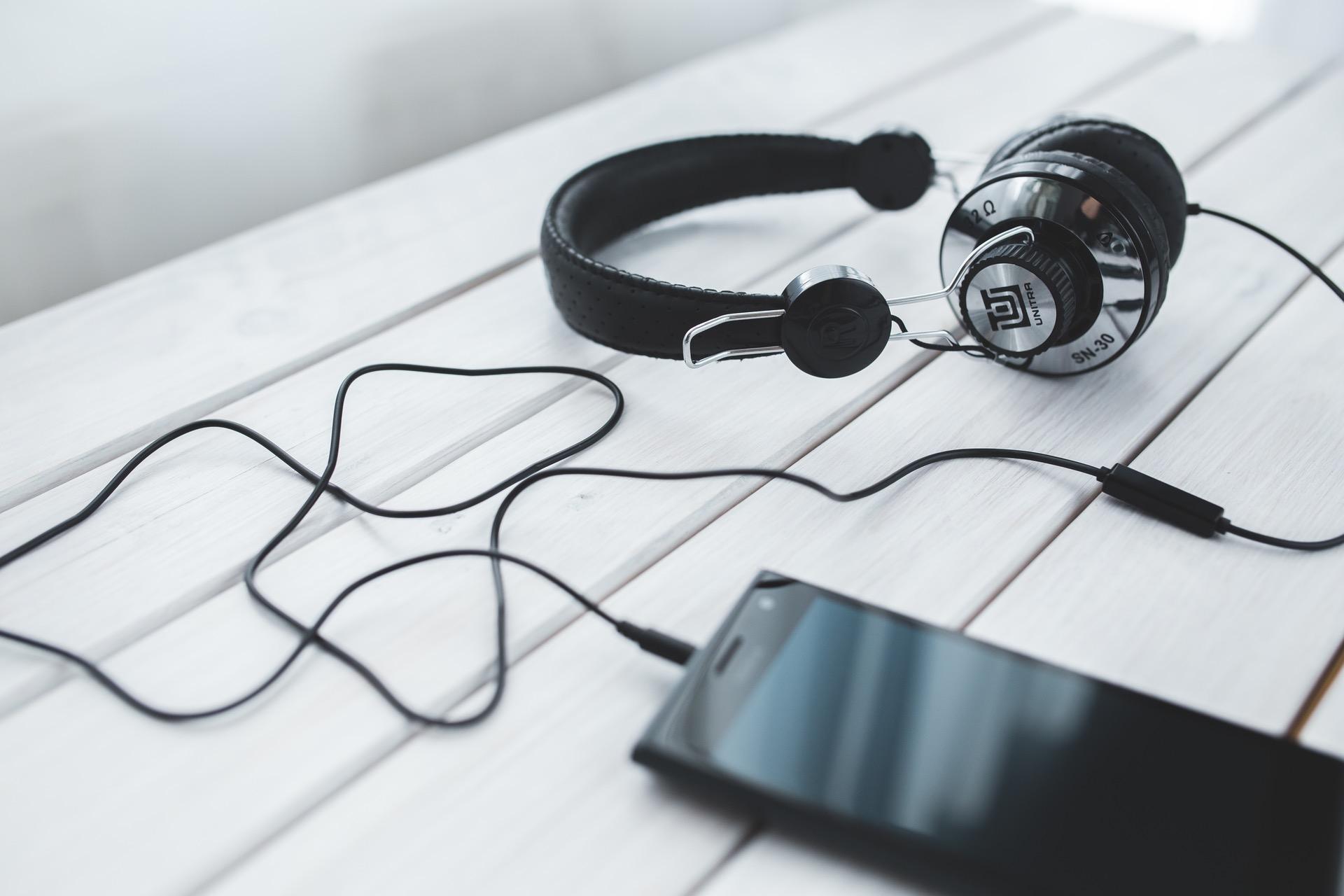 headphones listen podcasts