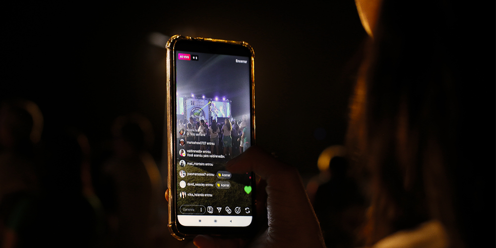 Instagram live being recorded will now feature auto captions.